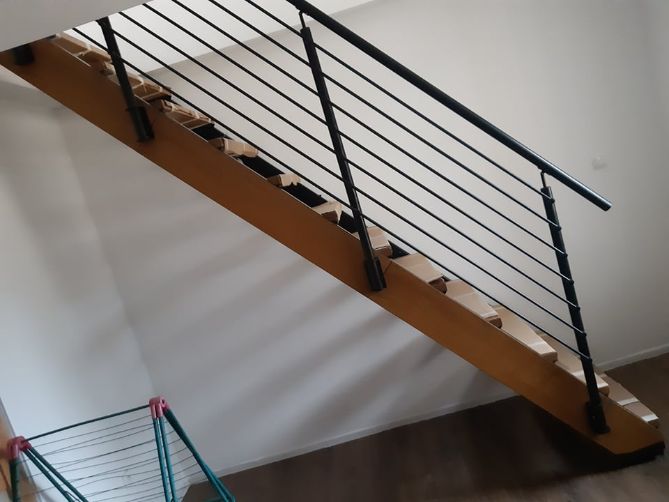 schody fornir drewniany